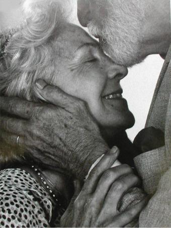 الحـــــب هــــــــو Old_couple_3413123